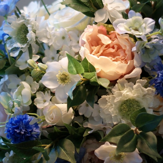 Mixed artificial flowers