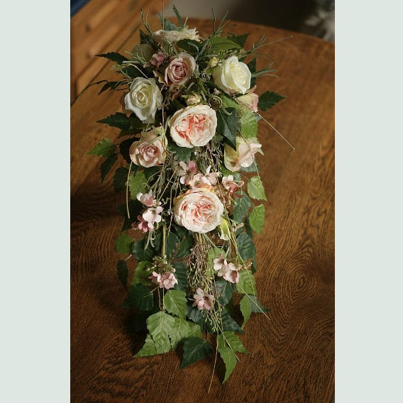 Peach rose trailing bouquet