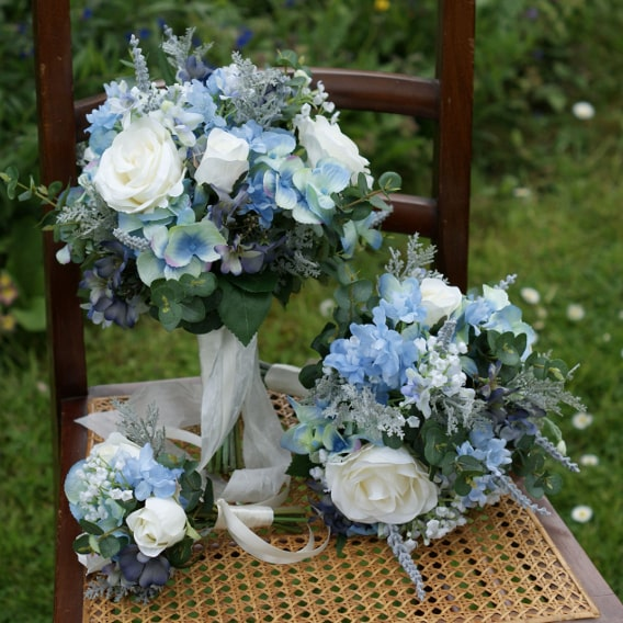 Silk bouquets of blues and white