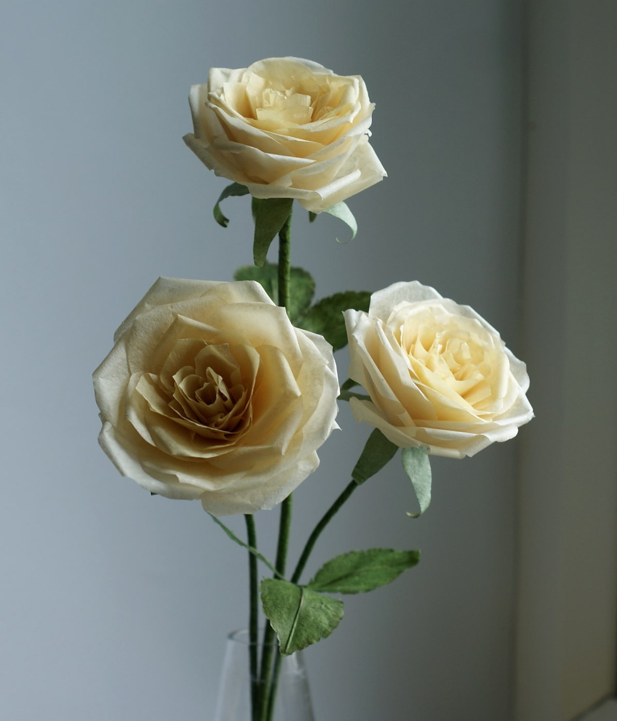 pale yellow paper roses